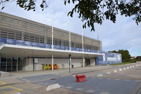 Aéroport_de_Nîmes-Garons_-_aérogare_extérieur_1